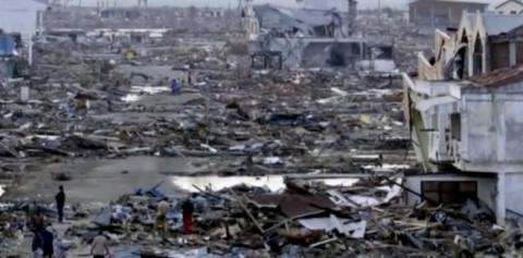 10 лет назад цунами унесло е…