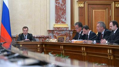 Медведев: должники получат уведомления по «мылу»