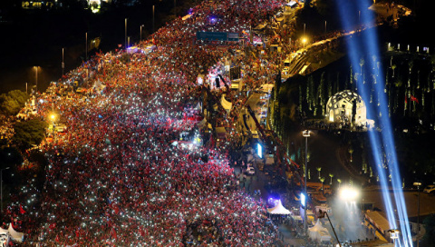 В Турции в годовщину попытки госпереворота проходят массовые шествия
