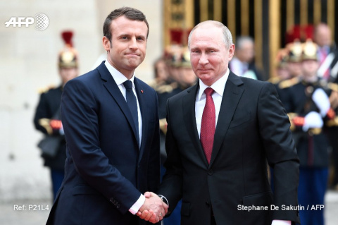 Путин и Макрон начали переговоры в Версале