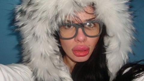 """Может """"надутые"""" губы как-то влияют на их мозг?"""
