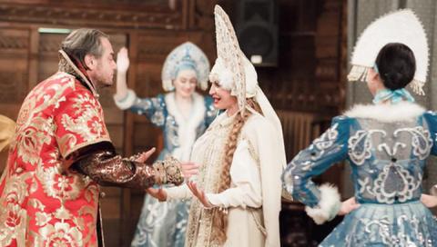 По-имперски жить не запретишь!!! Две свадьбы - две крайности