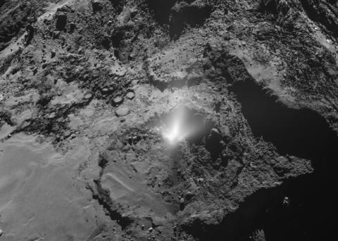 «Гейзер» на комете Чурюмова — Герасименко выбросил 64 тонны пыли