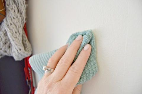 Домашнее средство для очистки стен