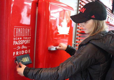 Канадцам в Сочи наливают бесплатно