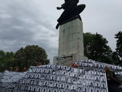 В Белграде протестуют против решения французского суда об освобождении албанского военного преступника