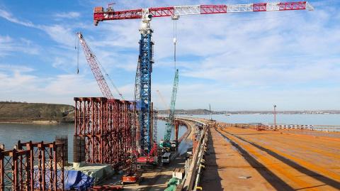 Крымский мост защитили от уг…