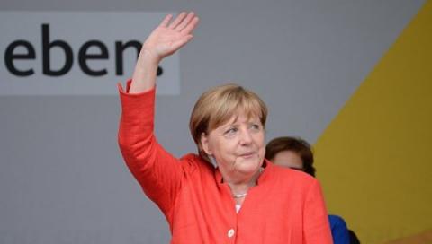 Перед кем играет Ангела Меркель?