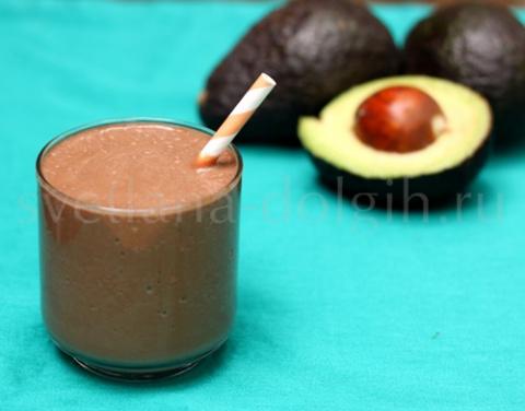 молочный коктейль с шоколадом и авокадо