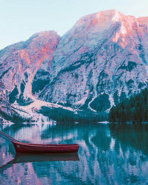 Путешествие к живописному озеру Брайес в Италии