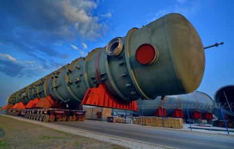 Началась транспортировка оборудования на площадку строительства КГПН Омского НПЗ