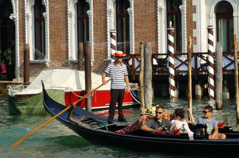 В Венеции первая женщина-гон…