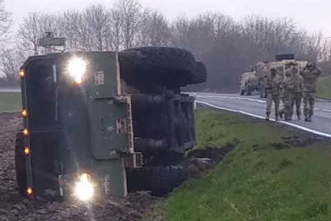 Американская военная техника спасовала перед польскими дорогами