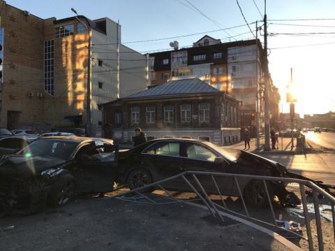 """""""Это было очень страшно"""": момент столкновения """"Доджа"""" и """"Мерседеса"""" в Тюмени сняли на видео"""