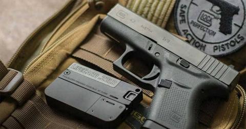 Пистолет-телефон и пистолет …