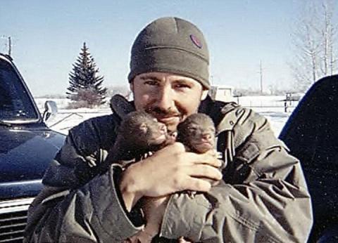 Этот парень нашел двух медве…