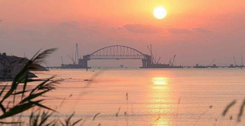 """Боевик """"АТО"""" устроил истерику из-за кадров Керченского моста"""