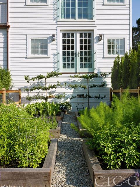 Загородная резиденция у реки…