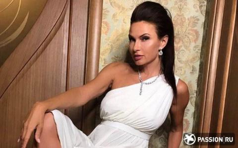 48-летняя Эвелина Бледанс показала себя во всей красе в эротическом видео