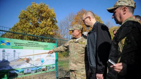 Стена между Украиной и Росси…