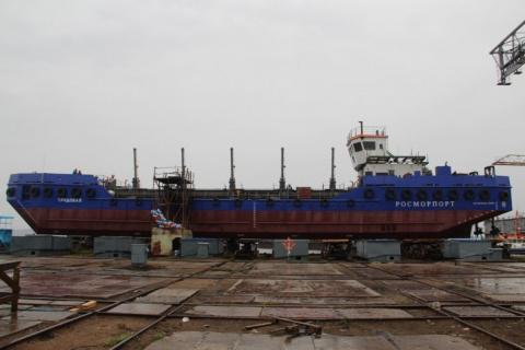 В Петрозаводске спустили на воду самоходную шаланду «Трудовая»