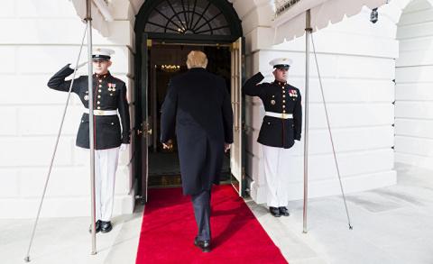 Трамп рассматривает возможность реорганизации работы Белого дома на фоне скандала вокруг его связей с Россией