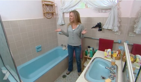 Девушке надоела ее ванная комната, и она решилась на кардинальные меры