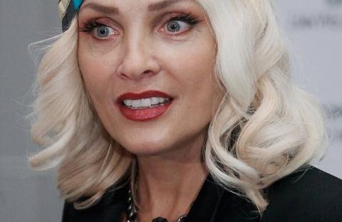 Лайма Вайкуле — взглянув на эту женщину, не скажешь, что ей уже 63 года, правда?