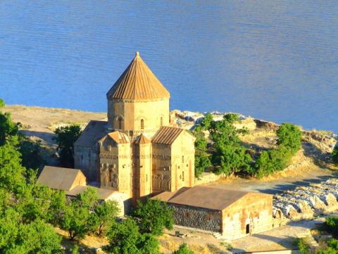 Церковь Святого Креста в Тур…