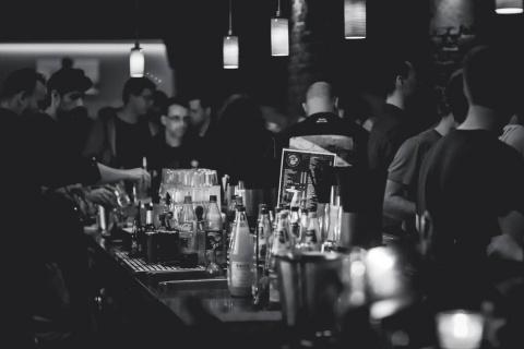 В Саратове некоторые бары продают алкоголь на вынос после 22:00