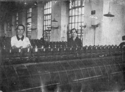 "1937 год. 23 февраля. ""Знамя колхозника"". За стахановскую фабрику."