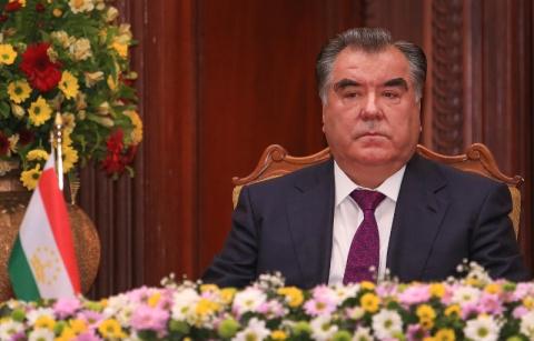 Весь мир обсуждает убитое горем лицо невесты, которую Президент Таджикистана насильно отдал замуж