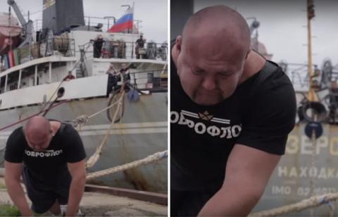 Силач передвинул корабль вес…