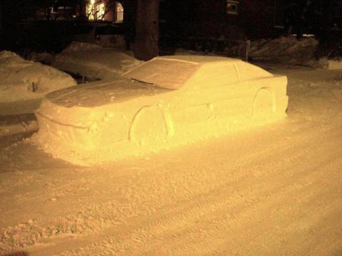 В Канаде вылепленный из снега автомобиль получил штраф за неправильную парковку