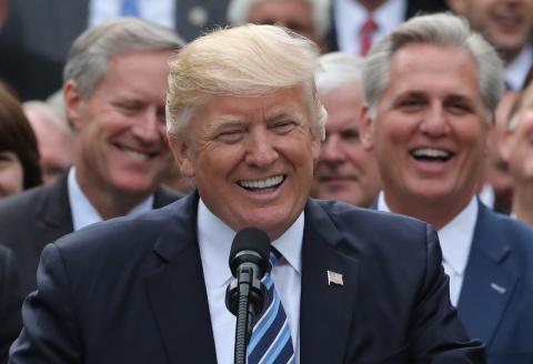 Трамп: Россия тихонько смеётся, наблюдая за развалом США