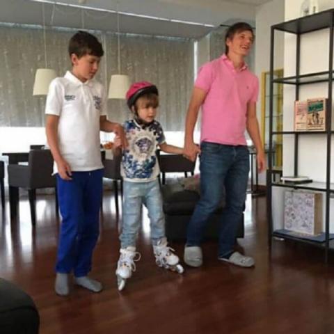 Андрей Аршавин балует детей …