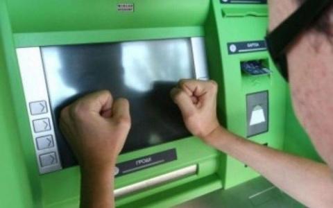 Что делать, если банкомат не отдает вашу карту...