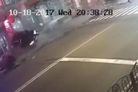 Камеры наблюдения сняли момент наезда на людей в Харькове