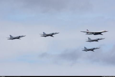 Клин из 5 бомбардировщиков Дальней авиации
