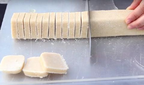 Невероятно нежное песочное печенье. Вам  понадобится лишь 3 ингредиента и 30 минут