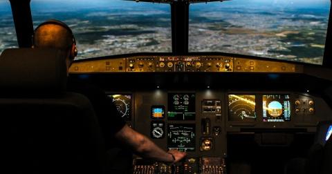 А девушки потом: как на один день стать пилотом пассажирского самолета