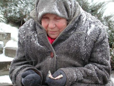 Однажды зимой я обратила внимание на женщину, которая шала по снегу в каких-то обмотках вместо обуви