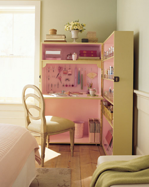 Раскладное рабочее место для маленькой комнаты