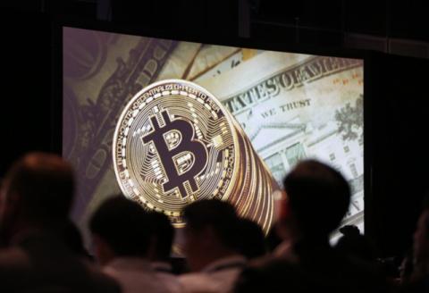 """Эксперт: главы банков в США """"очень боятся"""" биткоина"""