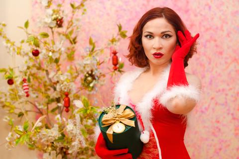 Как оскорбить женщину подарком?