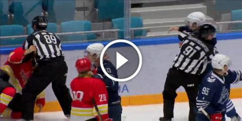 Хоккеист нокаутировал пол команды соперника