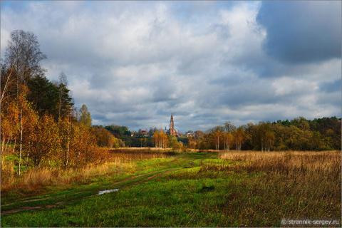 Колокольня Ивана Великого в лесах Подмосковья