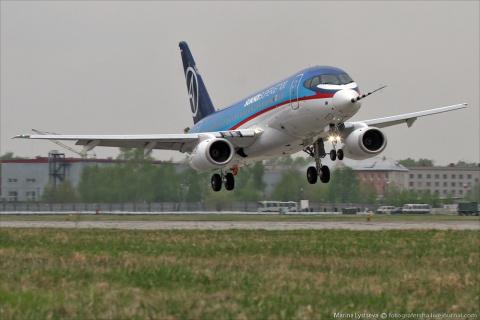 Sukhoi Superjet 100: о назем…