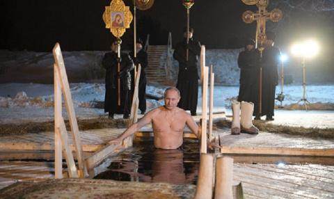 Крещенские купания: Путин ок…