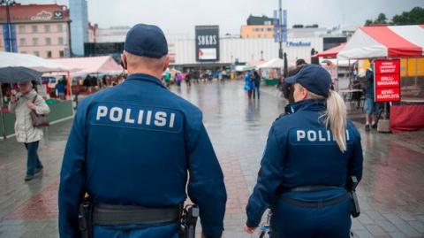Финляндия планирует вооружить всех патрульных полицейских автоматам